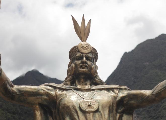 Inca's statue – Aguas Calientes